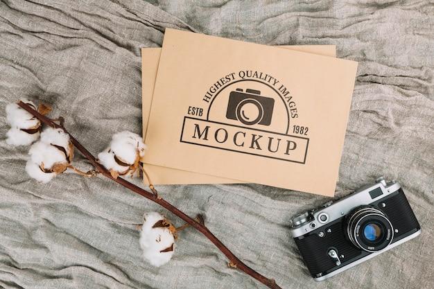 Mockup di fotocamera fotografica piatta con cotone Psd Gratuite