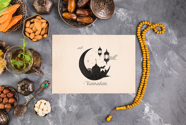 Flat lay ramadan composition with paper card template Free Psd