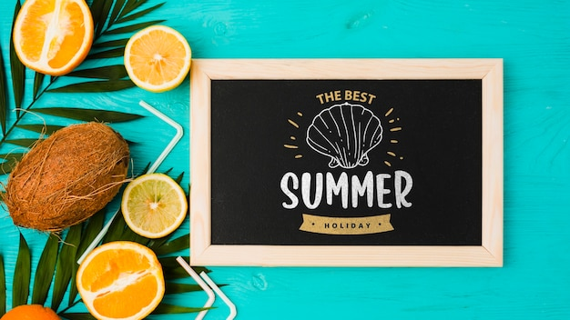 Flat lay slate mockup with summer elements Free Psd