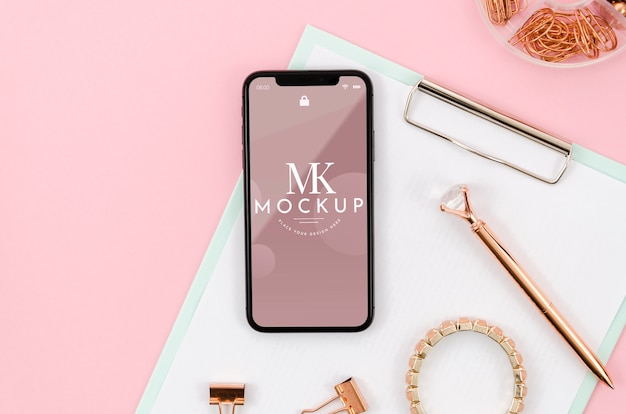Flat lay smartphone mock-up on clipboard with bracelet Free Psd