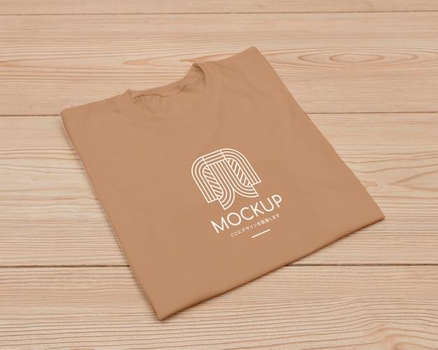 Disposizione piatta del mock-up del concetto di t-shirt Psd Gratuite