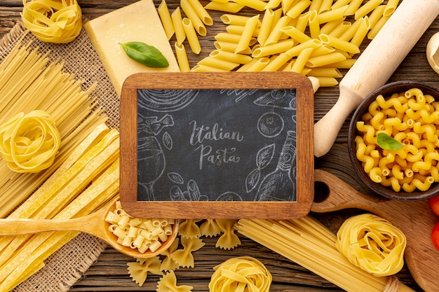 Flat lay uncooked pasta assortment with blackboard mock-up Free Psd