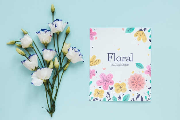Flowers and greeting card on table Free Psd