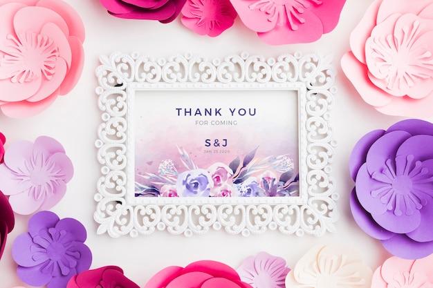 紙の花のフレームモックアップ 無料 Psd