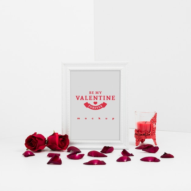 Frame mockup with valentine concept Free Psd