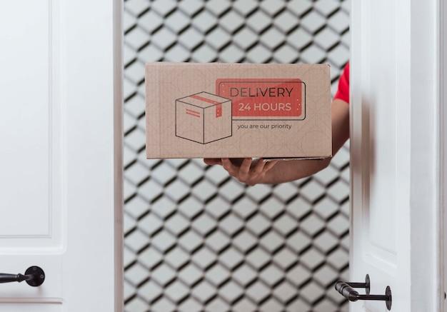 Vista frontale della scatola di consegna non-stop gratuita Psd Gratuite