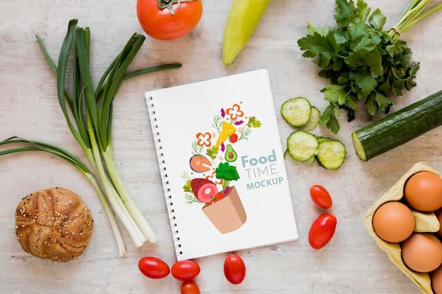 Свежие овощи и макет ноутбука Бесплатные Psd