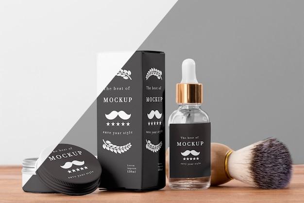 Vista frontale dei prodotti da barbiere con siero e pennello Psd Gratuite