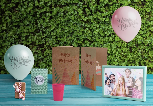 Front view of birthday elements on wooden table Free Psd