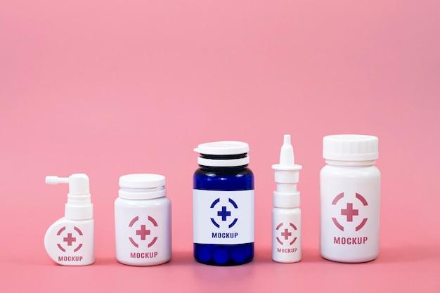 Vista frontale di diversi contenitori di medicinali Psd Gratuite