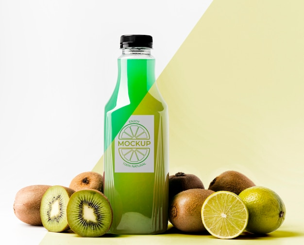 Front view of juice bottle with kiwi Free Psd