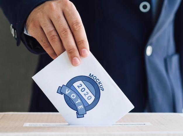 상자에 투표 모형을 넣어 전면보기 남자 무료 PSD 파일