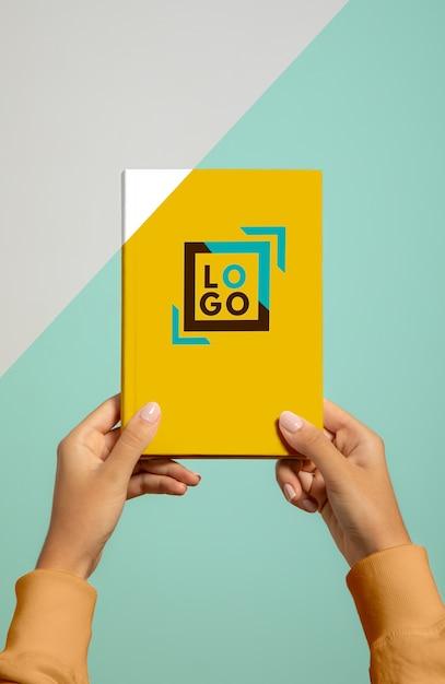 휴대용 책의 전면 모습 무료 PSD 파일