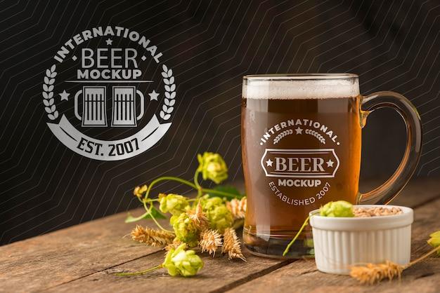 Вид спереди макета пинты пива с ячменем Бесплатные Psd