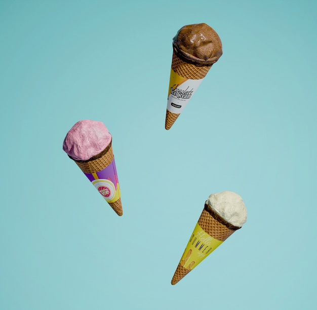 Вид спереди трех различных ароматизированных конусов мороженого Бесплатные Psd