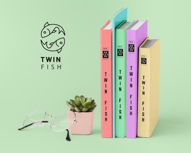 Вид спереди куча различных макетов обложек книг Бесплатные Psd