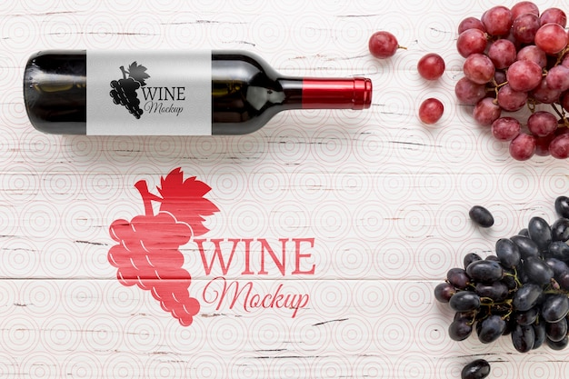 Вид спереди бутылка красного вина и виноград Бесплатные Psd