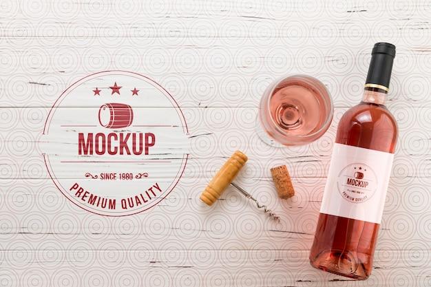 Вид спереди бутылка розового вина и бокал Бесплатные Psd