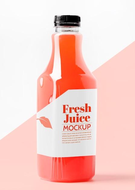Front view of transparent juice bottle with cap mock-up Premium Psd