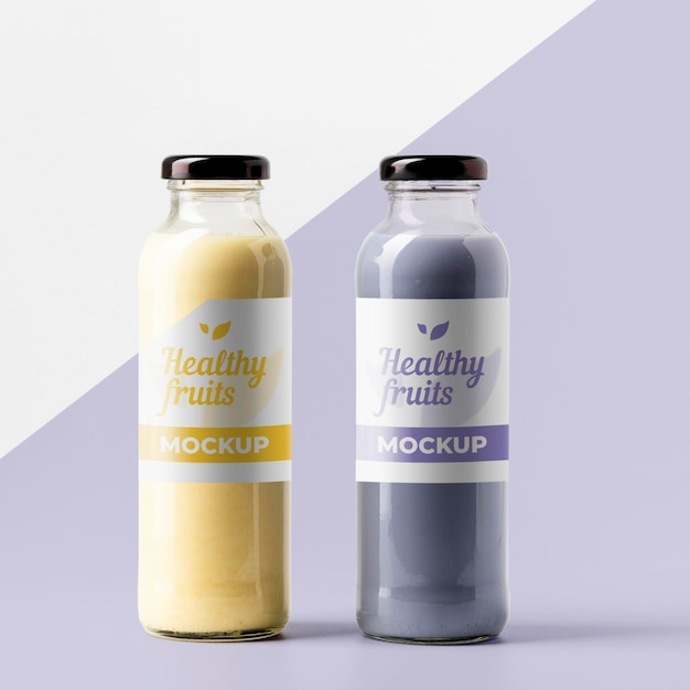 Vista frontale di bottiglie di succo trasparenti Psd Gratuite