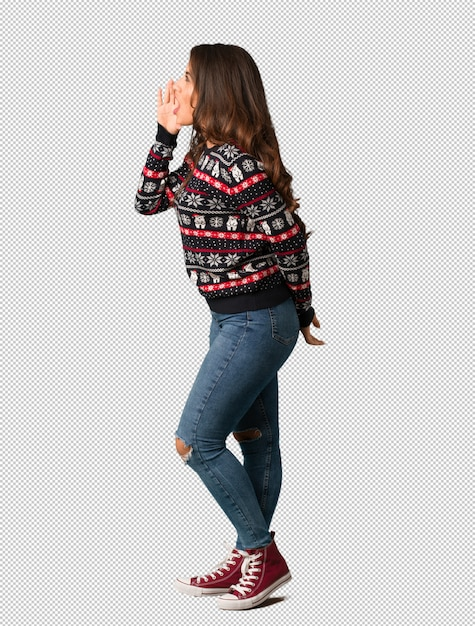 Full body young woman wearing a christmas jersey whispering gossip undertone Premium Psd