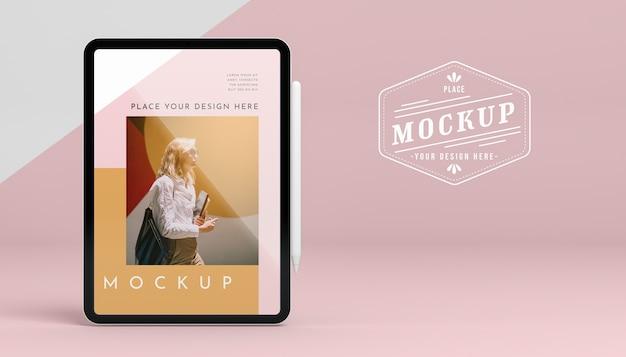Tablet futuristico con mock-up dello schermo Psd Gratuite