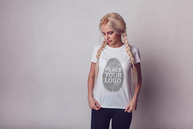 소녀 티셔츠 목업 프리미엄 PSD 파일