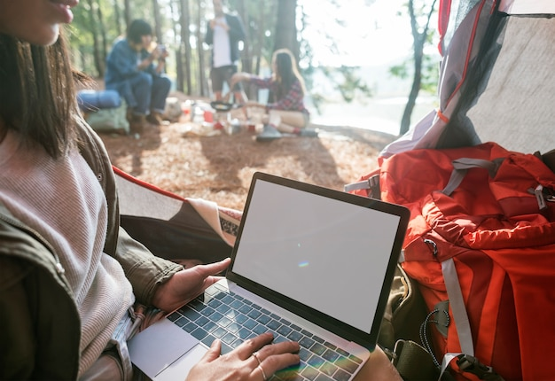 Girl typing laptop copy space concept Premium Psd