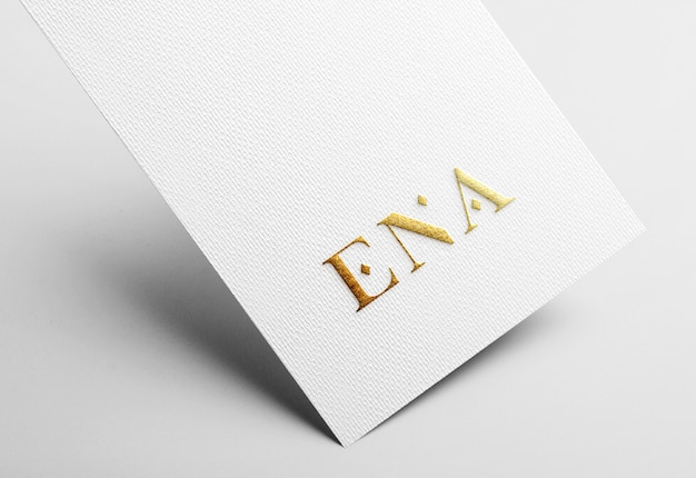Макет логотипа golden emboss на белой визитной карточке Premium Psd