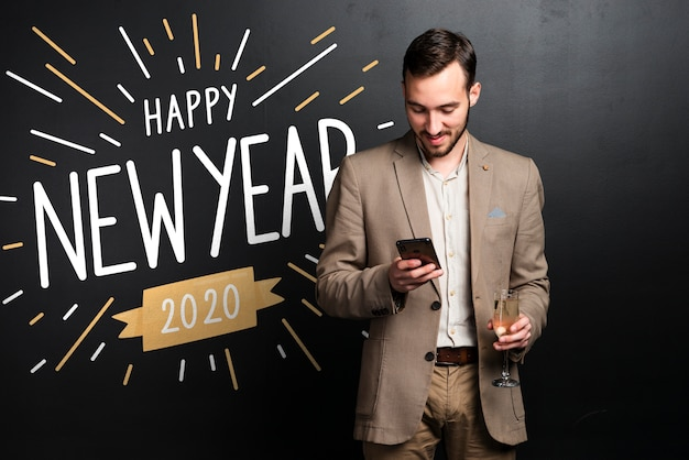 Gradient happy new year 2020 background and man in suit Free Psd