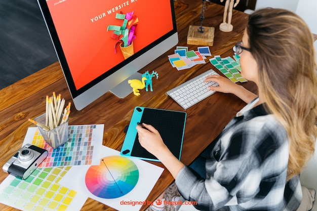 Graphic designer mockup with monitor and girl Free Psd