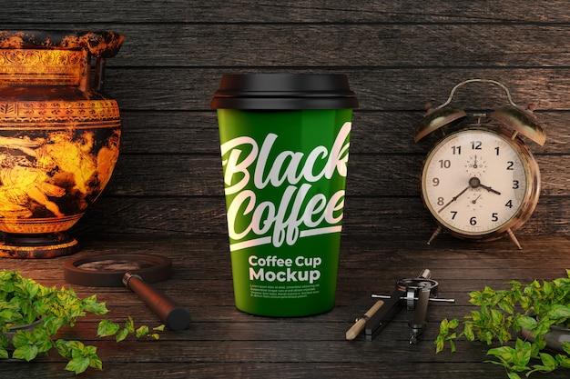 항아리와 알람 시계 장식이있는 녹색 커피 컵 모형 프리미엄 PSD 파일
