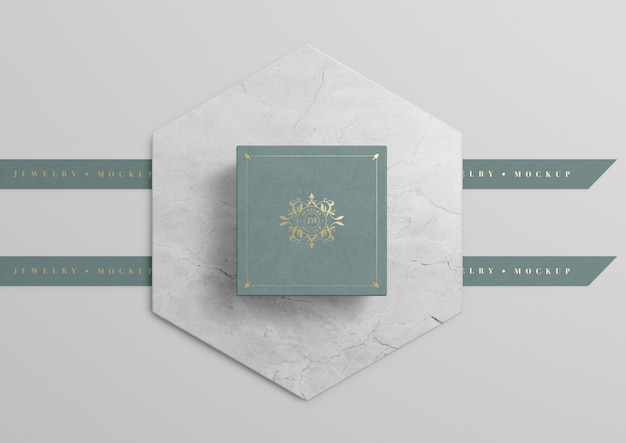 Green jewelry box on marble with golden symbol Free Psd