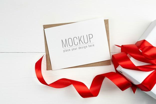 선물 상자와 빨간 리본 인사말 카드 모형 프리미엄 PSD 파일