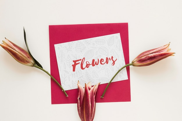 Greeting card with blooming flowers on table Free Psd