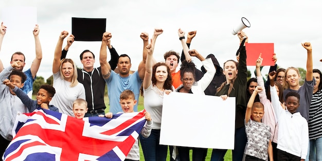 Группа активистов протестует Premium Psd