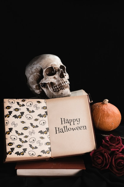 Halloween concept with skull and book on black background Free Psd