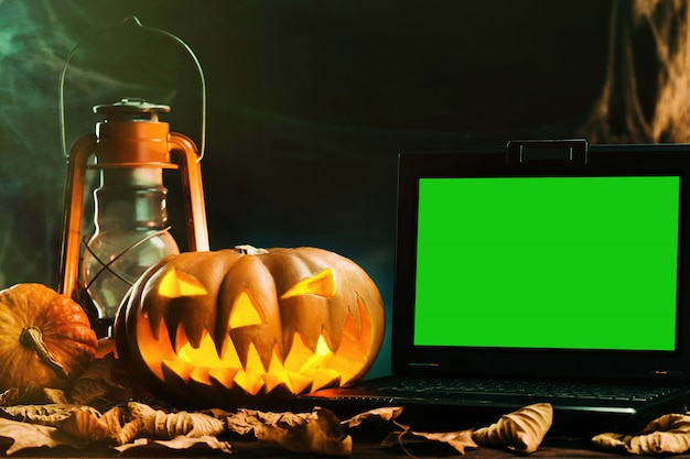Halloween pumpkins in scary deep night Premium Psd