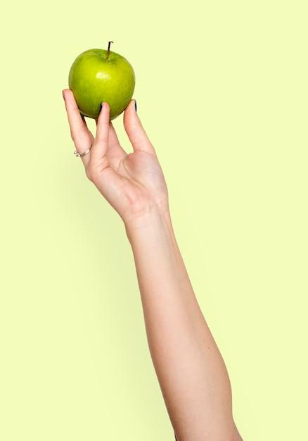 Hand holding apple Premium Psd