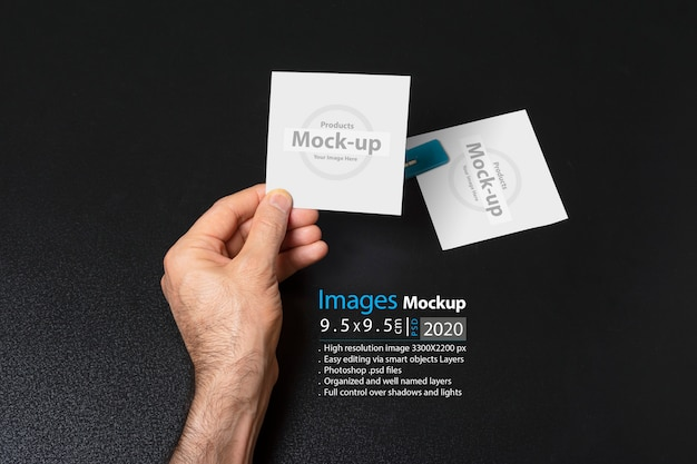 Hand holding a blank note paper Premium Psd