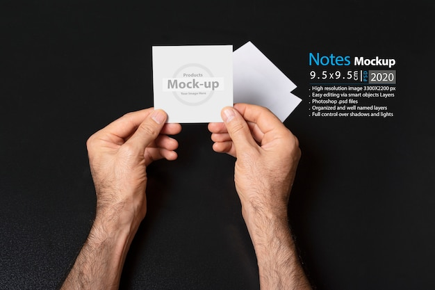 Hand holding a blank note Premium Psd