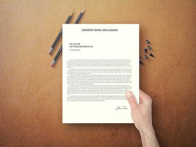 손을 잡고 문서를 모의 무료 PSD 파일