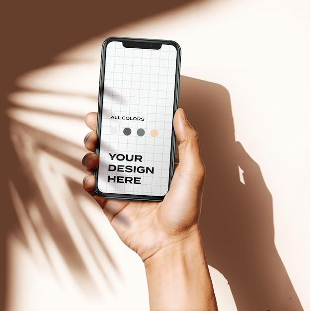 손을 잡고 Iphone 11 Pro 모형 프리미엄 PSD 파일