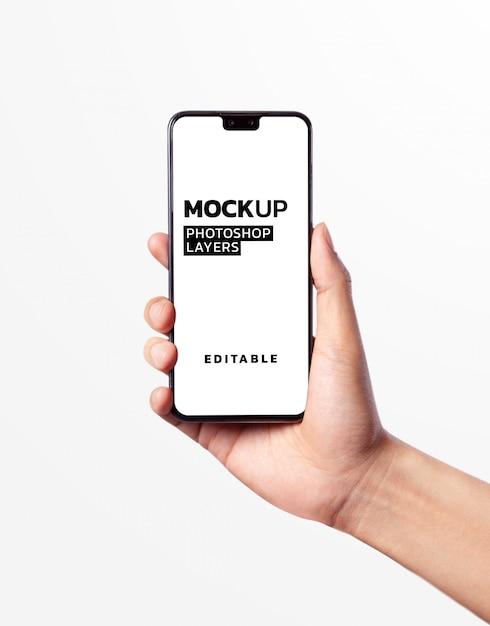 Рука держит смартфон макет Premium Psd