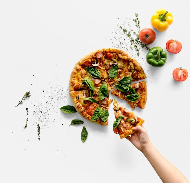 Hand taking a slice of italian cuisine pizza Premium Psd