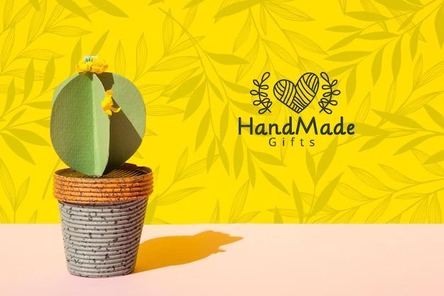 Cactus di carta fatta a mano con sfondo di pentola Psd Gratuite