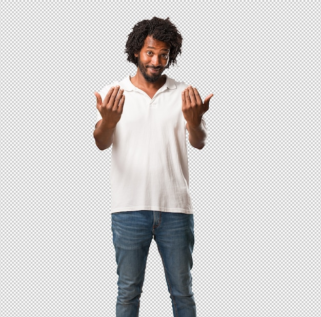 Handsome african american inviting to come, confident and smiling making a gesture with hand, being positive and friendly Premium Psd