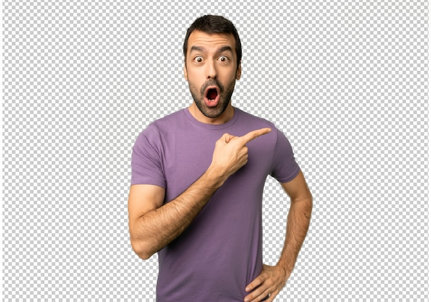 Handsome man surprised and pointing side Premium Psd