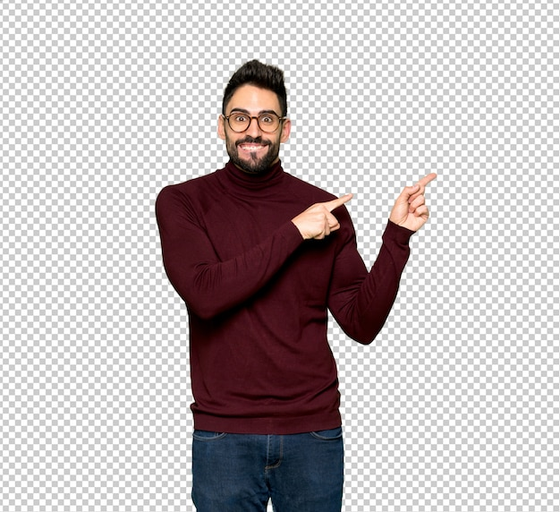 Handsome man with glasses frightened and pointing to the side Premium Psd