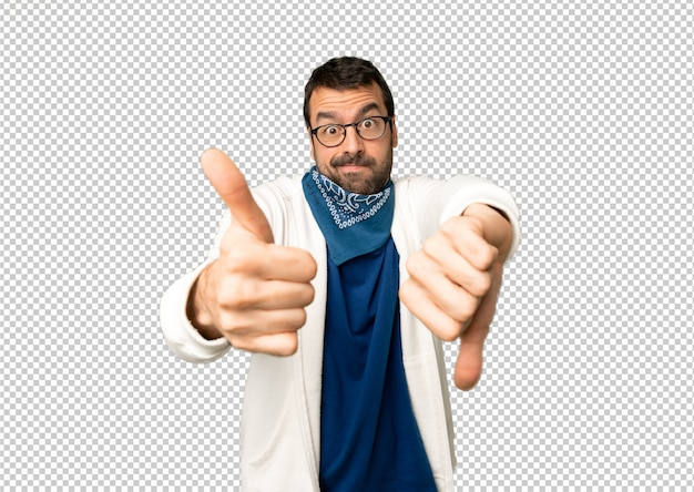 Handsome man with glasses making good-bad sign. undecided between yes or not Premium Psd